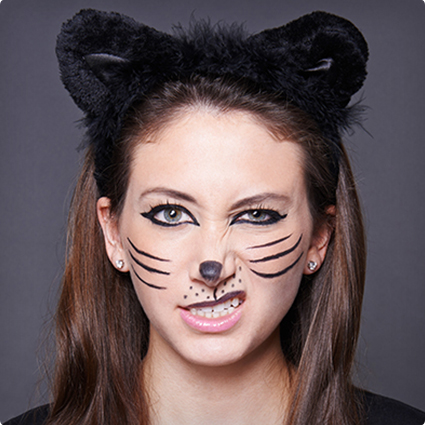 Easy Halloween Make Up Using Just Liner