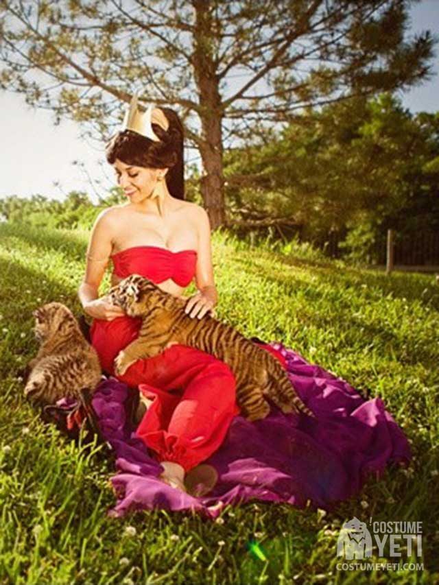 Jasmin With Tigers