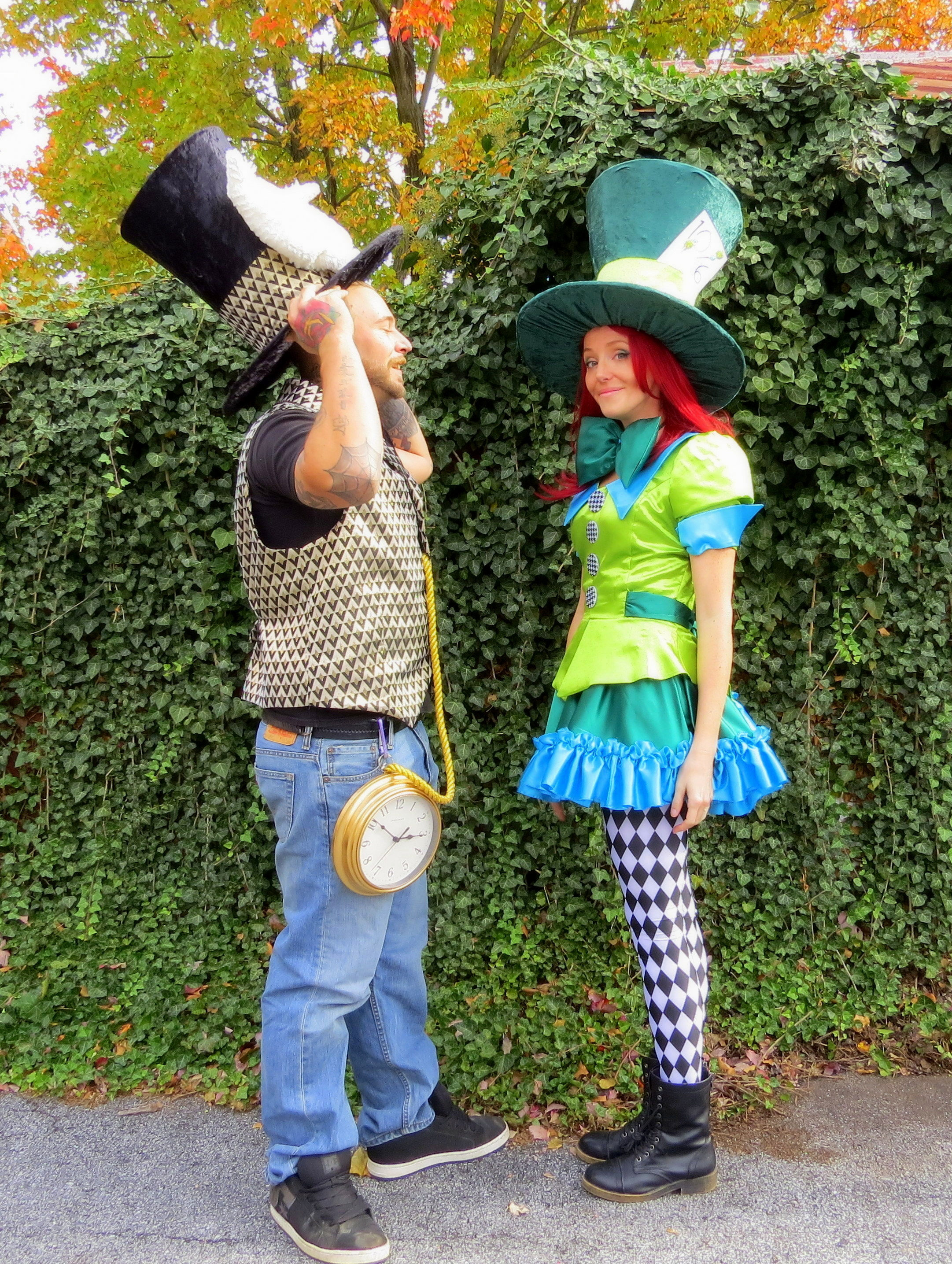 Diy Mad Hatter And White Rabbit Alice In Wonderland Couples Costume Costume Yeti